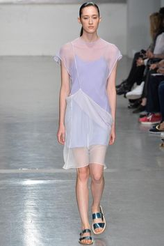 - GARMENT  INTERPRETATION 4 - Richard Nicoll Spring 2015 Ready-to-Wear - Collection - Gallery - Look 1. This dress has a simple silhouette, yet the use of pastel colours, chiffon fabric and unusual drape give it a playful look, which is an essential part of the Soft Pop trend.