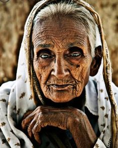 A Portrait by Gabor Erdelyi Beautiful Eyes, Beautiful World, Beautiful People, Gorgeous Lady, Old Faces, Many Faces, Foto Portrait, Portrait Photography, Ageless Beauty