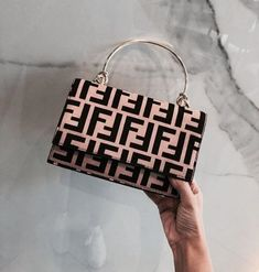 Fashion Handbags, Purses And Handbags, Fashion Bags, Fashion Fashion, Fashion Clothes, Fashion Women, Fashion Ideas, Celebrities Fashion, Runway Fashion