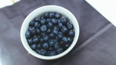 1600x900 Wallpaper blueberry, berry, plate, tablecloth