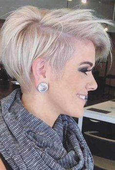 Pixie Haircuts for Thick Hair They say that stylists simply love to work with thick hair because firstly thick hair is very pliable and secondly Pixie Haircut For Thick Hair, Haircut For Older Women, Short Hairstyles For Thick Hair, Short Pixie Haircuts, Pixie Hairstyles, Short Hair Cuts, Short Hair Styles, Pixie Cuts, Hairstyles 2016
