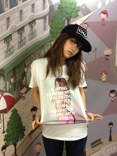 高橋愛Tシャツ・カットソー「VANQUISH TRUTHメッセージフォトクルーネックTシャツ」Styling looks
