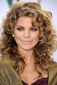 Celebrities with curly hair: A-list girls with curly hair