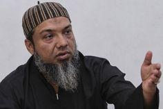 Uztaz Rafi runs the centre that helps newly arrived Rohingya refugees.