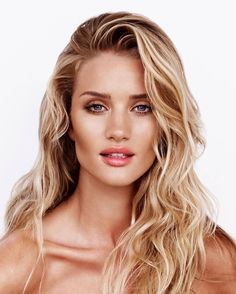 Tall Beauty Rosie Huntington Whitley shows that all you need is minimal make up to look effortlessly gorgeous.