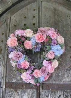 rose and hydrangea heart wreath (ignore the colours) Shabby Chic Hearts, Shabby Chic Wreath, Beautiful Flower Arrangements, Floral Arrangements, Beautiful Flowers, Valentine Day Wreaths, Valentines, Heart Wreath, Door Wreath