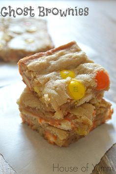 These Ghost Brownies loaded with Candy Corn M&Ms are the perfect Halloween treat! I can't believe Halloween is coming up so fast! I love Halloween. I admit I didn't use to. But it has grown Mini Desserts, Just Desserts, Delicious Desserts, Yummy Food, Fun Food, Tasty, Brownie Recipes, Cookie Recipes, Dessert Recipes