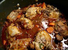El Pollo Navideño es una económica opción que los Salvadoreños utilizamos cuando tenemos una familia pequeña. Es muy práctica y ademas, deliciosa. También puede preparar ricos panes con pollo con esta receta.