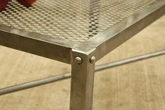 Detalle de mesa central, lámina perforada. Única, somos muebles diferentes. contacto: madera-hierro@hotmail.com