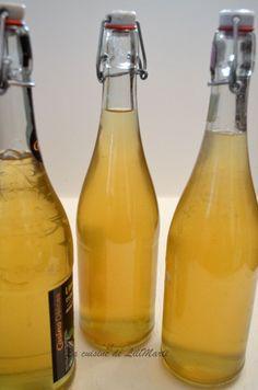 Voici un petit vin d'apéritif, frais...recette notée dans mes anciens cahiers et retrouvée avec plaisir .. Ingrédients pour 5 litres le zeste de 7 citrons non traités 1 gousse de vanille 1/2litre d'alcool à 90° 500g de sucre (la recette donnait le double)... Vegan Alcohol, Old Fashioned Drink, Homemade Liquor, Healthy Cocktails, Refreshing Drinks, Cocktail Drinks, Mojito, Milkshake, Hot Sauce Bottles