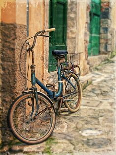 "Italy photograph, ""Blue bicycle"" Italy,Fine art Print,travel photography,Cinque Terre,architecture,home decor,rustic,bicycle によく似た商品を Etsy で探す"