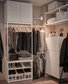 A small and perfectly balanced bedroom - IKEA Wardrobe Shelving, Shoe Shelves, Ikea Bedroom, Bedroom Furniture, Recycled Door, Open Wardrobe, Walk In Closet Design, Large Drawers, Banquette