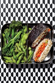 Love sushi rolls, but feel intimidated by the rolling technique? Then sushi sandwiches—actually a traditional Japanese dish called onigir. Sushi Sandwich, Sushi Rolls, Japanese Lunch Box, Japanese Dishes, Onigirazu, Edamame, Traditional Japanese, Lunch Recipes, Asparagus