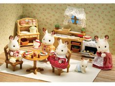 Deluxe Kitchen Set: Critters love to create delicious meals together! Over 40 furniture pieces & accessories including dining table with chairs, stove/oven, kitchen cabinet with sink, storage pantry, cookware and lots of tasty food.