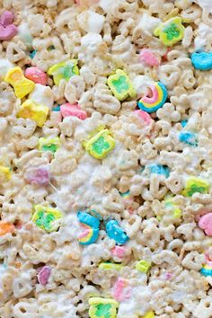A childhood favorite with a St. These lucky charms bars are ooey, gooey with the right amount of crunch! Lucky Charms Marshmallows, Mini Marshmallows, Lucky Charms Cereal, St Patrick Day Treats, Rice Crispy Treats, Xmas Cookies, Kid Friendly Meals, Summer Drinks, Deserts