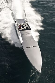 the Cigarette Racing Boat inspired by Mercedes-Benz SLS AMG Yacht Design, Boat Design, Fast Boats, Speed Boats, Foto Zoom, Course Vintage, Benz Sls Amg, Bateau Yacht, Ski Nautique
