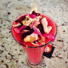 Super red smoothie with beetroot, frozen banana, homemade almond milk, ginger and raspberries topped with gorgeous edible rose petals.❤️ Absolutely delicious!