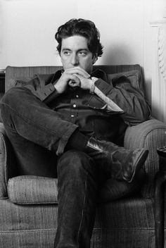 Happy Birthday to Al Pacino! Here he is photographed in London by Steve Wood Happy Birthday to Al Pacino! Here he is photographed in London by Steve Wood . Robert Downey Jr, Young Al Pacino, Brat Pitt, Best Actor Oscar, Don Draper, Actrices Hollywood, Joseph Morgan, Colin Firth, The Godfather