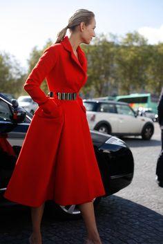 Wow, she looks stunning in this Dior coat. #Fashion #Red S.Yarhi leelee sobieski dior pfw-1834