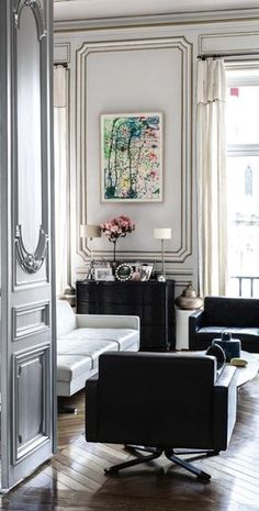 Romantic appartement in Paris. Parisian Decor, Parisian Apartment, French Apartment, Parisian Style, Decoration Inspiration, Interior Design Inspiration, Decor Ideas, Home Living Room, Living Spaces