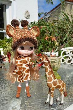 Marie feeding her pet giraffe by La Gata Blanca, via Flickr