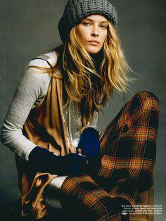 Erin Wasson, grey & mustard: knitted top with beads, plaid pants, wool gloves, beanie. Tartan Fashion, Look Fashion, 90s Fashion, Winter Fashion, Fashion Beauty, Womens Fashion, Rustic Fashion, Erin Wasson, Mode Hippie