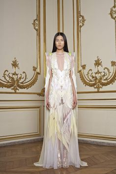 Givenchy Spring 2011 Couture - Review - Fashion Week - Runway, Fashion Shows and Collections - Vogue - Vogue