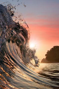 wave - ocean - light reflaction vurtual: Breaking Surf (by Vitaliy Sokol)