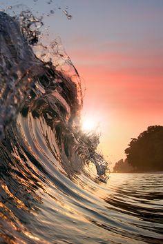 wave - ocean - light reflaction vurtual: Breaking Surf (by Vitaliy Sokol)