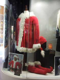 In Ron Howard's 2000 big screen live-action adaptation of Dr Seuss' How The Grinch Stole Christmas, funny man Jim Carrey played the titular green-furred 'Grinch'.  The Grinch's Santa suit worn by Jim Carrey