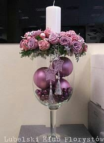 Christmas decorations for table Purple Christmas, Christmas Flowers, Christmas Candles, Christmas Holidays, Christmas Wreaths, Christmas Ornaments, Ball Ornaments, Christmas Arrangements, Christmas Table Decorations