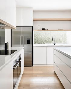 BALANCE ⚖️ I'm loving this kitchen from The touches of oak in the upper joinery connect with the flooring to bring… Kitchen Decor, Home Decor Kitchen, Kitchen Style, White Kitchen Design, Kitchen Furniture Design, White Modern Kitchen, Home Kitchens, Minimalist Kitchen, Contemporary Kitchen
