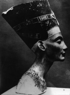 An analysis of the akhenatens impact on religion and architecture in the ancient egypt