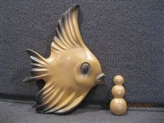 VINTAGE SET OF MILLER CHALKWARE FISH AND BUBBLES