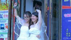 Pareja de lesbianas se casa pese a la negativa de sus padres y China