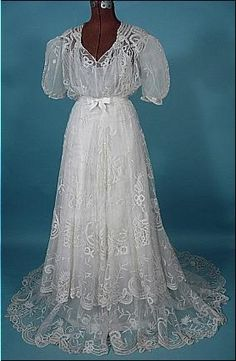 1930's Wedding Gown of White Lace Created from a c. 1905 era Gown!   Let me explain.   This was originally a c. 1905 white lace gown, which some seamstress back in the 1930s redesigned into a wedding gown!  So the lace is from 1905, the design is 1930s