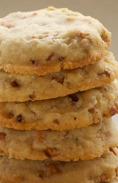 Butterscotch Pecan Sandies ~ these cookies are so thick and chewy, as a good pecan sandie should be. This recipe also makes loads of cookies