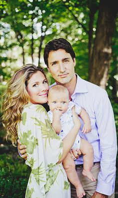 Prime Minister Justin Trudeau and family during their DuchessofCambridge# PrinceWilliam MinisterJustinTrudeau Justin Trudeau Family, Barack Obama, Sophie Gregoire Trudeau, Trudeau Canada, Justin James, Moving To Canada, Canadian History, People Of Interest, Great Leaders