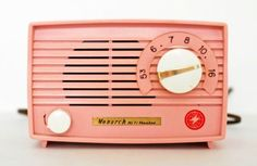 pink radio - living in a retro world Vintage Soul, Vintage Beauty, Vintage Pink, Vintage Decor, Vintage Antiques, Vintage Items, Vintage Fashion, Vintage Colors, Vintage Barbie