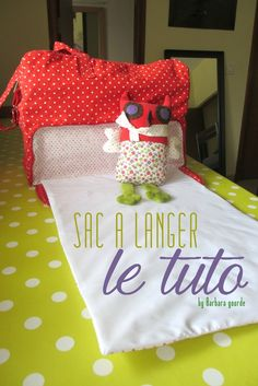 tuto sac a langer 👛 bags purses bagsandpurses homedecor home fashion fashiondesign handbags handmade diy decor dresses women photography beauty beautiful quotes 👛 Blog Couture, Creation Couture, Sewing For Kids, Baby Sewing, Recycle Old Clothes, Sewing Online, Sac Week End, Diy Bebe, Couture Sewing