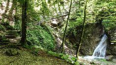 Der erste Wasserfall und eine steile Brücke
