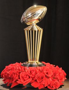 Look at the amazing new trophy in celebration of the 100th Rose Bowl Game!