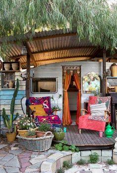 Um jardim e um trailer hippie chic!
