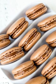 Ultimate chocolate macarons filled with silky smooth chocolate ganache. Simply the best! Source by Sweet'n Small :) Sea Salt Chocolate, Salted Chocolate, Chocolate Macaroons, Chocolate Rain, French Macaroons, Cake Pops, Macaron Template, Food Porn, Kitchenaid Artisan