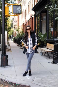 Super Stylish Looks With Grey Jeans Winter Session Plaid Shirt Women, Plaid Shirts, Black Leather Pencil Skirt, Fall Outfits, Fashion Outfits, Plaid Outfits, Types Of Jeans, Grey Skinny Jeans, Grey Pants