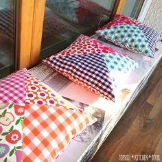 Ideas For Patchwork Cushion Pattern Pincushion Tutorial Patchwork Cushion, Patchwork Quilting, Quilted Pillow, Quilts, Sewing Tutorials, Sewing Crafts, Sewing Projects, Tutorial Sewing, Upcycled Crafts