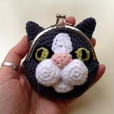 Freddie the frog coin purse crochet pattern - Allcrochetpatterns.net