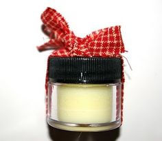 DIY Peppermint Lip Balm... great gifts!