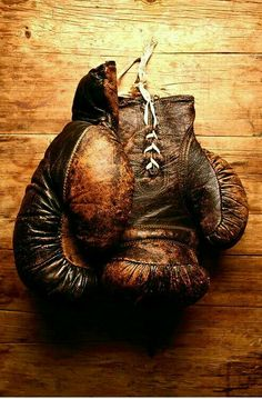 vintage leather gloves- Learn to box. d204062401