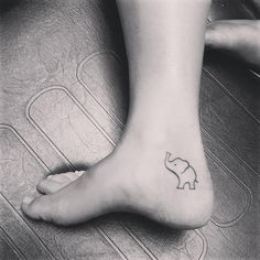 50 Creative Tiny Foot Tattoo Ideas With Pictures - Beste Tattoo Ideen Small Foot Tattoos, Foot Tattoos For Women, Tattoos For Kids, Trendy Tattoos, Cute Tattoos, Body Art Tattoos, Sleeve Tattoos, Ear Tattoos, Tattos